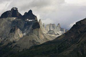 1200px-Cuernos_del_Paine_2011